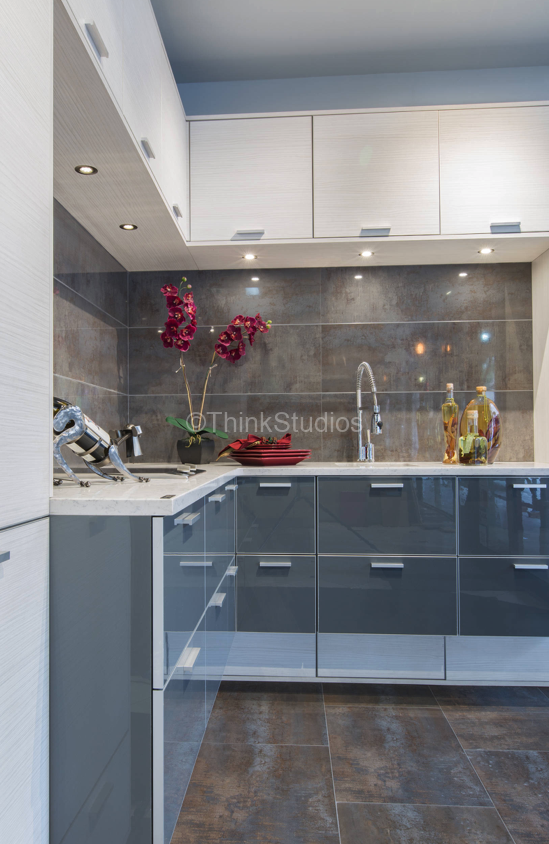 Berceli-point acrylic cabinet